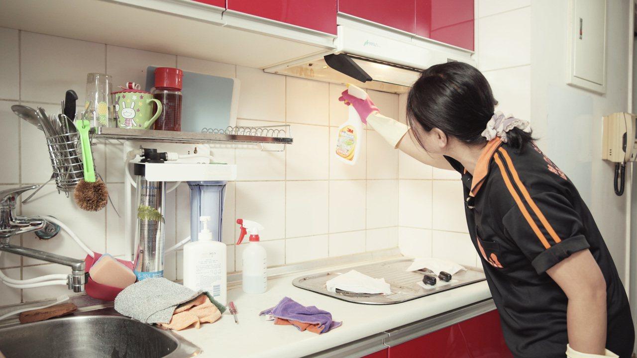 特力屋好幫手推出居家清潔服務。圖/特力屋提供