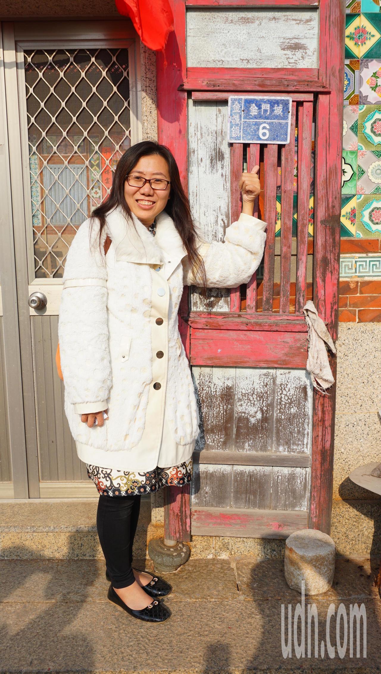 旅居印尼的金門鄉親第3代邵慧娟今天返回故鄉金門尋根,找到爺爺以前的故居,讓她相當...