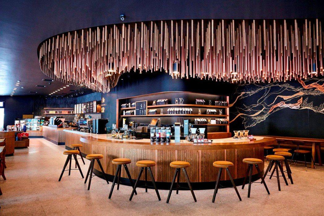 統一星巴克台中大英門市引進全台最頂級摩登典藏吧台。圖/統一星巴克提供