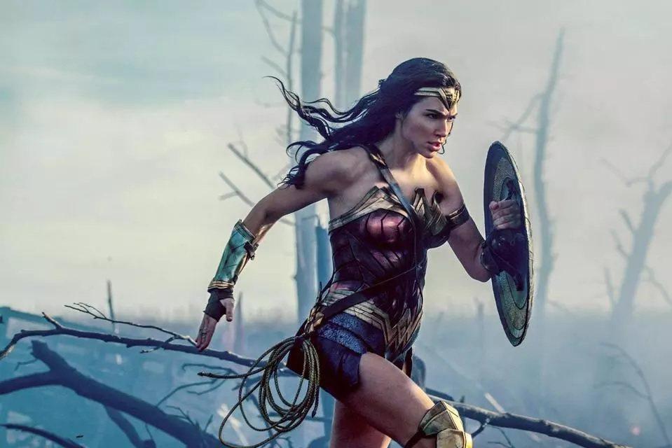「神力女超人」入選美國電影學會年度10大佳片。圖/華納提供