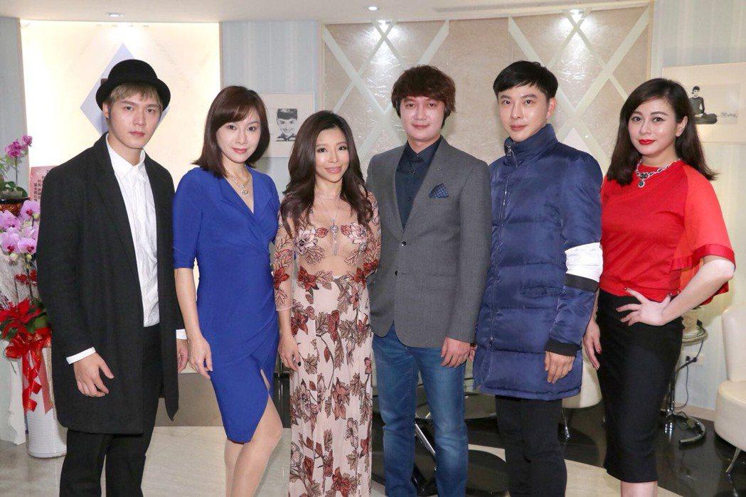 李婷宜(右起)、陳孝志、李愛綺、陳雨杉等出席醫美診所開幕。圖/漢蒂妮提供