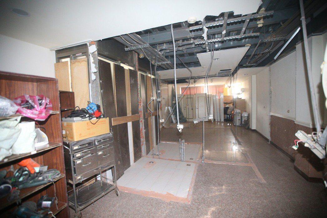 新北市昨天拆違建,分租套房內,業主已經先自行拆除整理。 記者陳正興/攝影