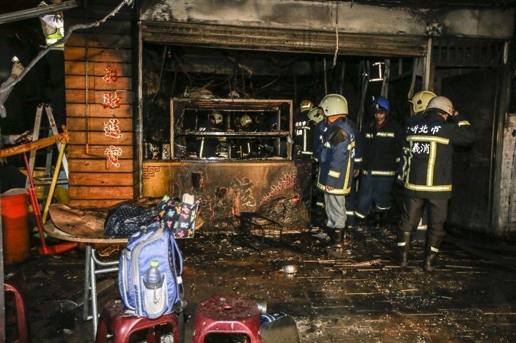 土城區一間鵝肉店遭人丟躑汽油彈縱火,造成多人傷亡。 圖/報系資料照片