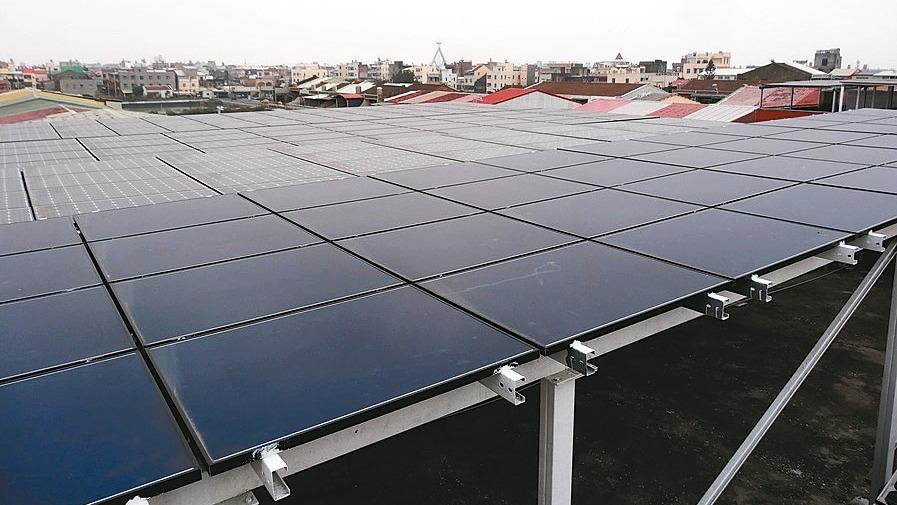 行政院會昨(11)日通過《再生能源發展條例》修正草案,用電大戶有義務設置再生能源...