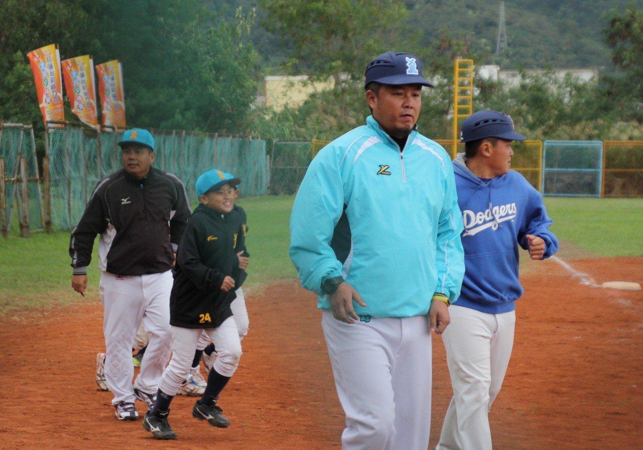 總教練李新國稱雲林為「棒球沙漠」,11個半小時車程來到花蓮,就是要開球員眼界。聯...