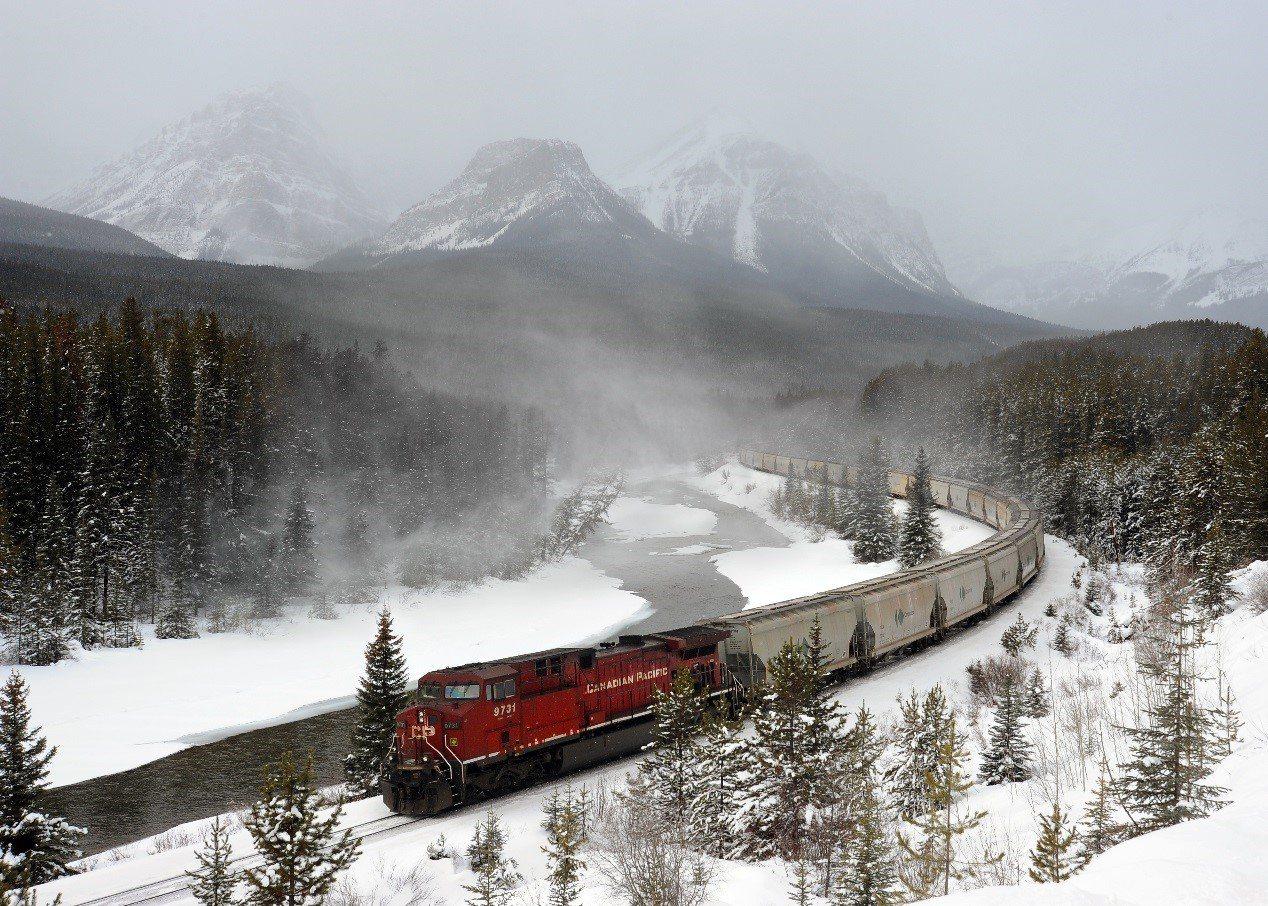 自然與人文交會美景「莫蘭特鐵路彎道」。攝影/陳海騰
