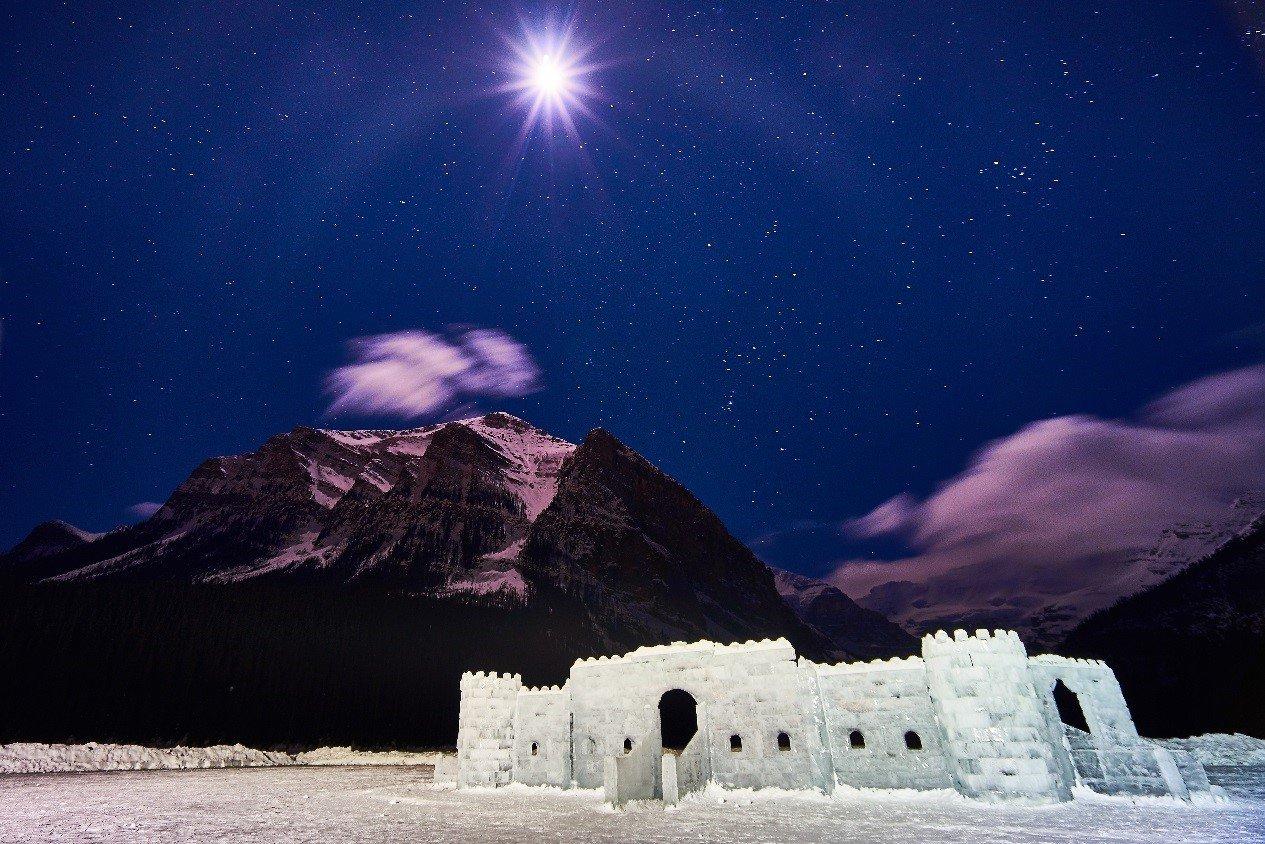 露易絲湖冰雕。2016有行旅極光攝影團員 王敬涵拍攝 。