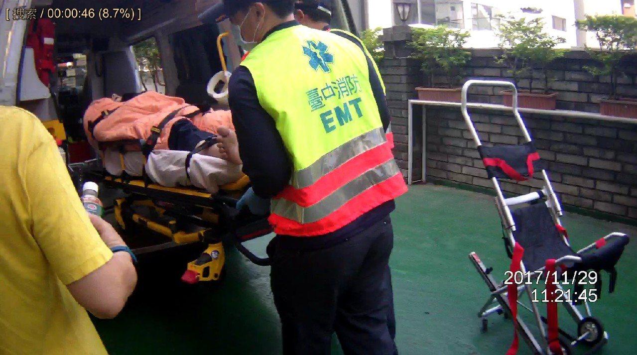 老翁到台中市的旅館輕生,被房務員發現遺書立刻報案,及時救回。記者游振昇/翻攝