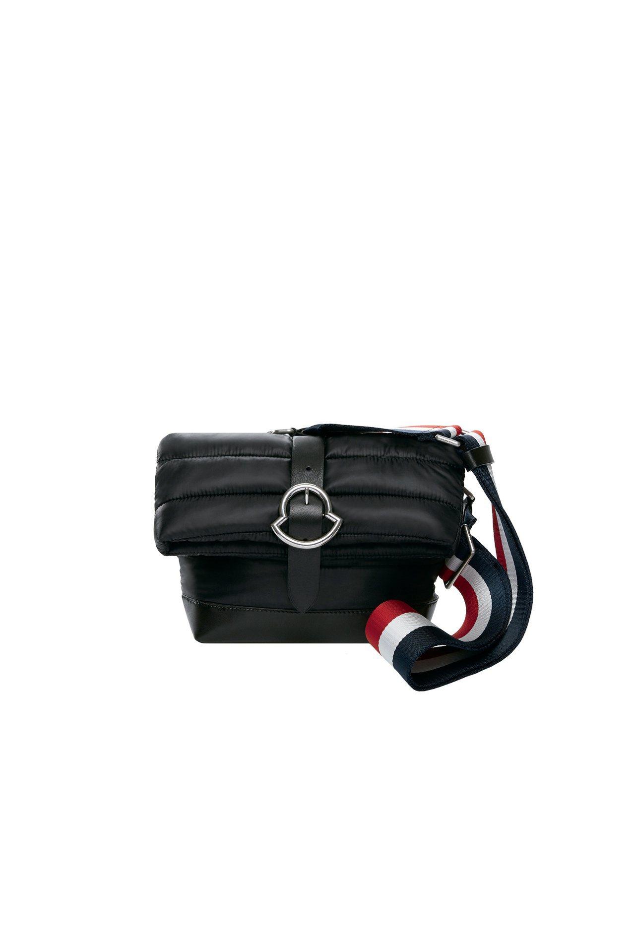 Liska PM黑色女性肩背包,售價16,400元。圖/MONCLER提供