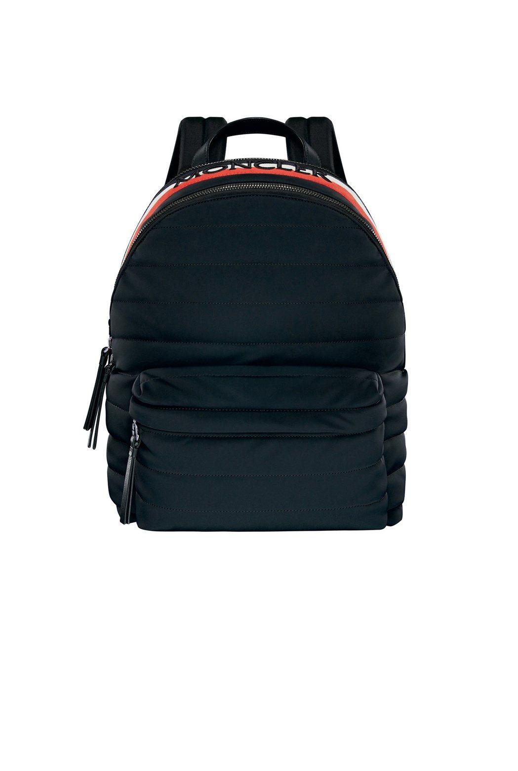 男款Fugi GM黑色後背包,售價31,300元。圖/MONCLER提供