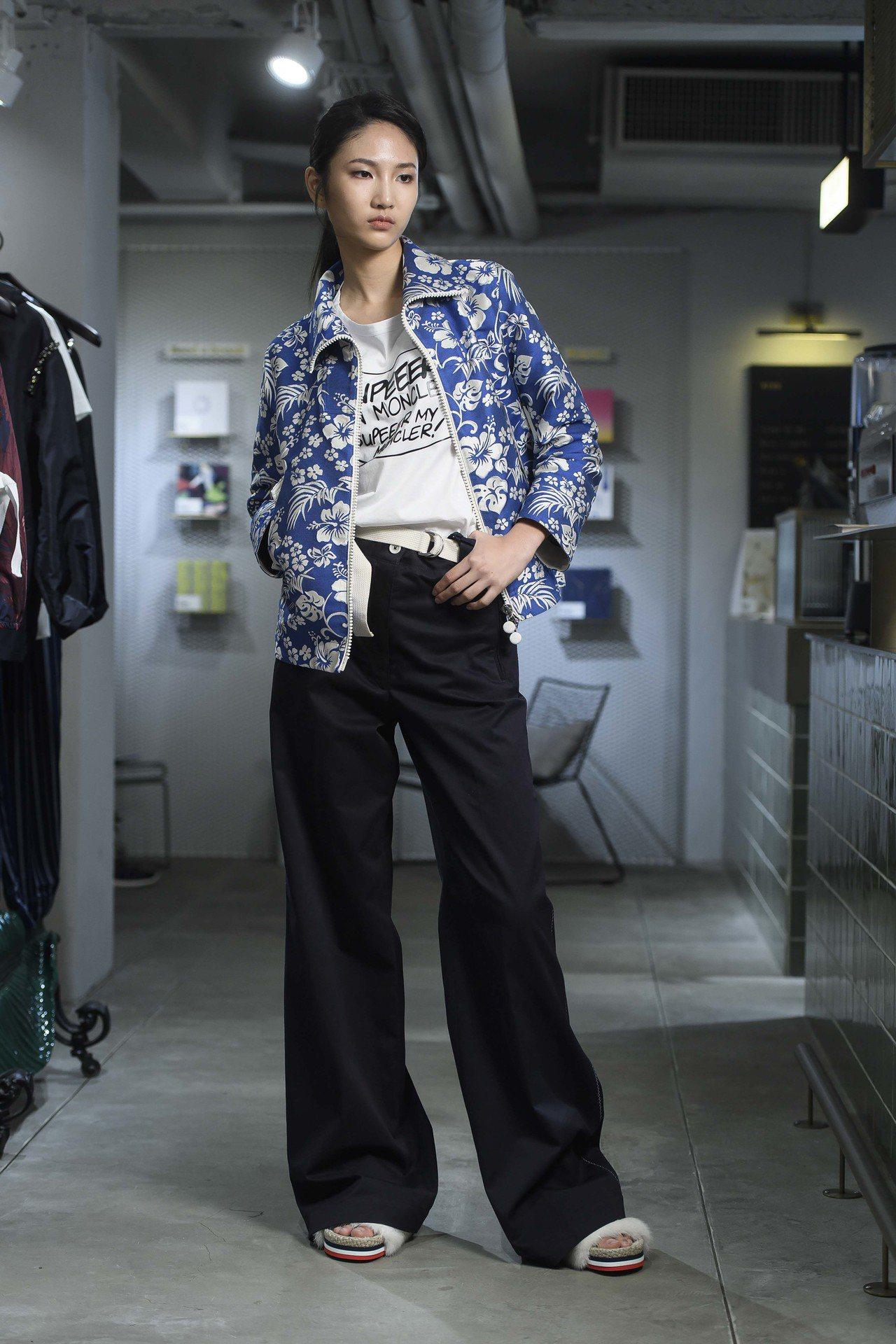 陳詠芯演繹2018春夏系列,在丹寧風格中有七○年代喇叭褲輪廓。圖/MONCLER...