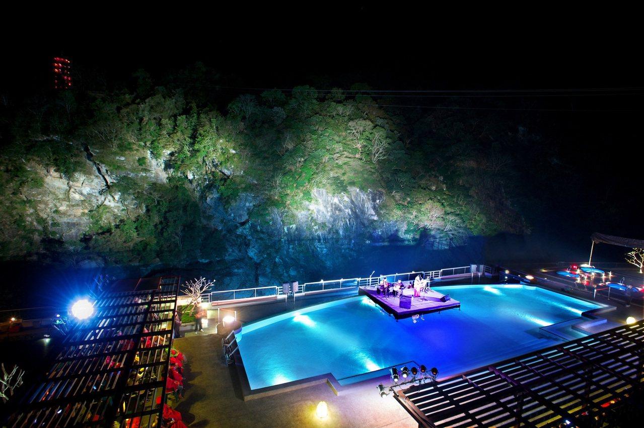 在群山環繞的燦爛星空下盡情飆歌,飯店還要送幸運兒明年到晶華麗晶酒店集團旗下飯店度...