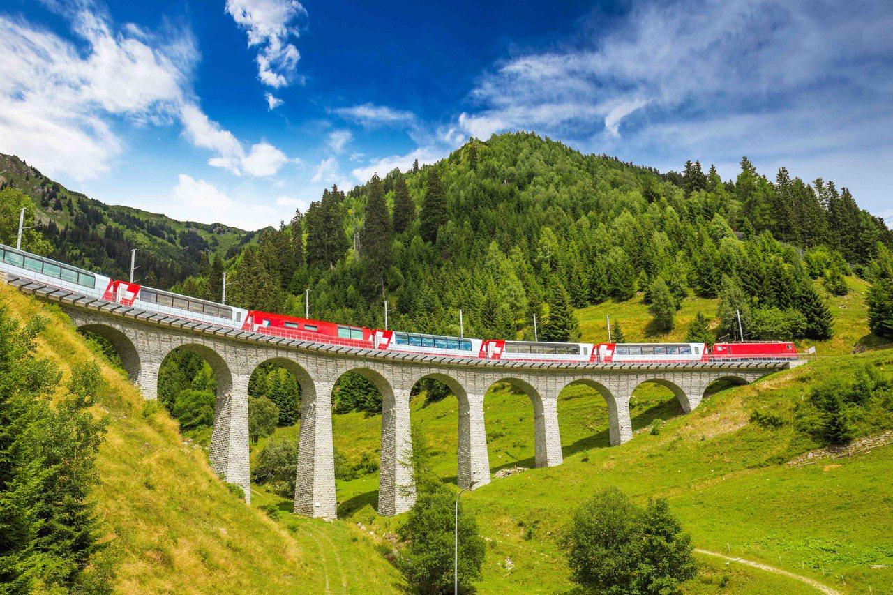 瑞士交通票券喊漲,提早預訂可以省更多。圖/飛達旅遊提供