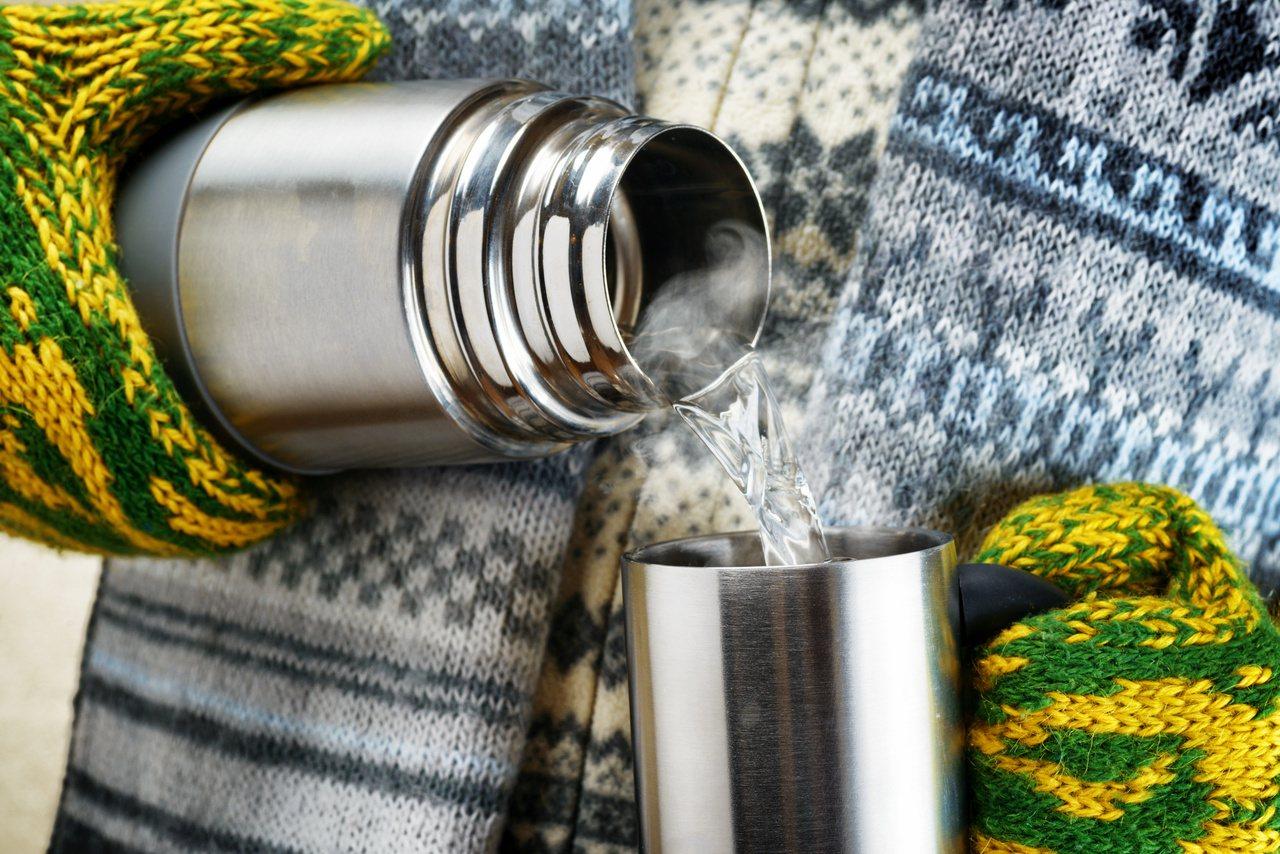 環保及養生意識抬頭,人手一只保溫瓶,專家建議慎重選擇。