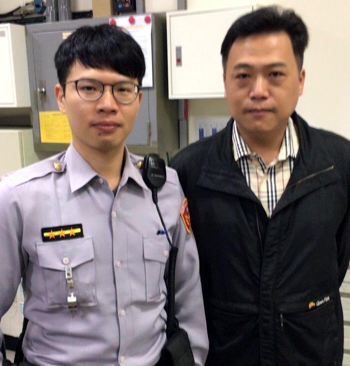 警員王志宏(右)、林家民動之以情、曉之以理的勸說下,才讓母親才卸下心房,進而查出...