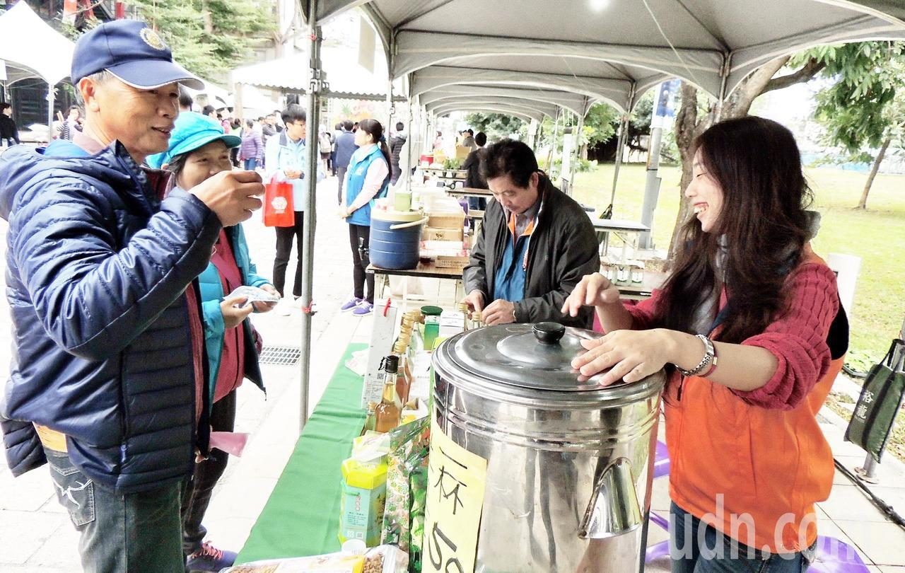 台東年度最大一場有機農業發表與展售活動在鐵花藝術村登場,吸引60家有機農場參與活...