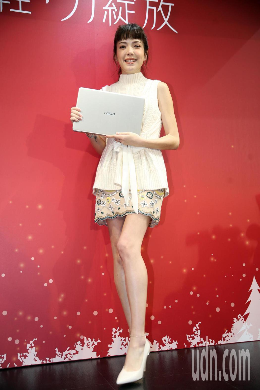 藝人許瑋甯今日到世貿展覽館擔任電腦品牌一日店長。記者徐兆玄/攝影