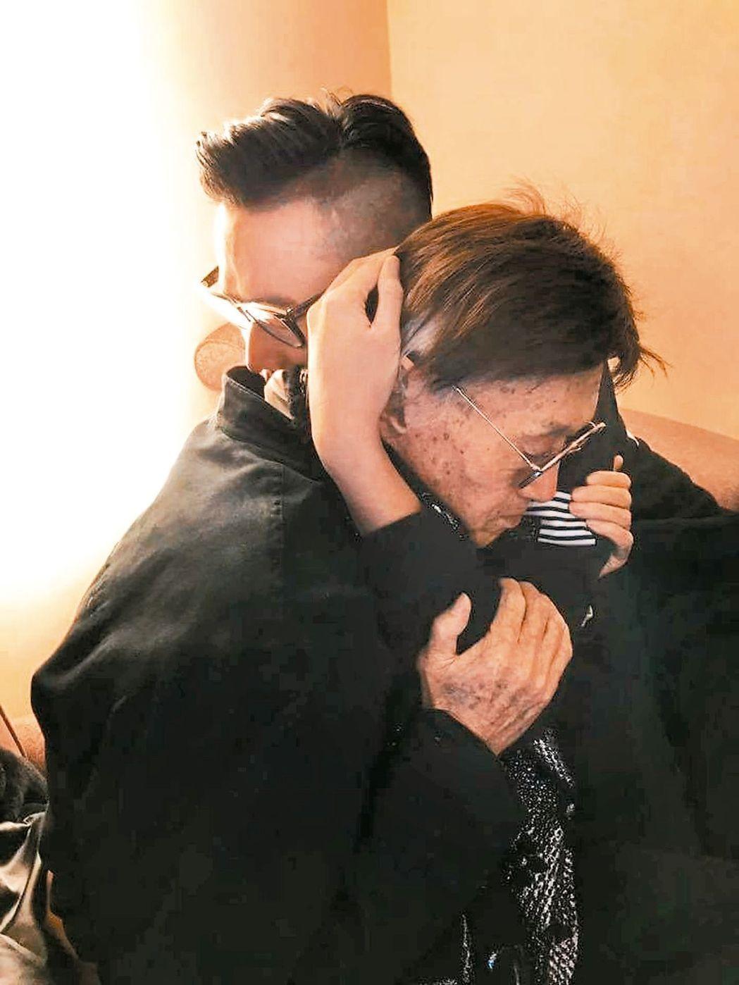 傅達仁一心求死,和兒子擁抱那刻,感動許多人。圖/傅達仁臉書