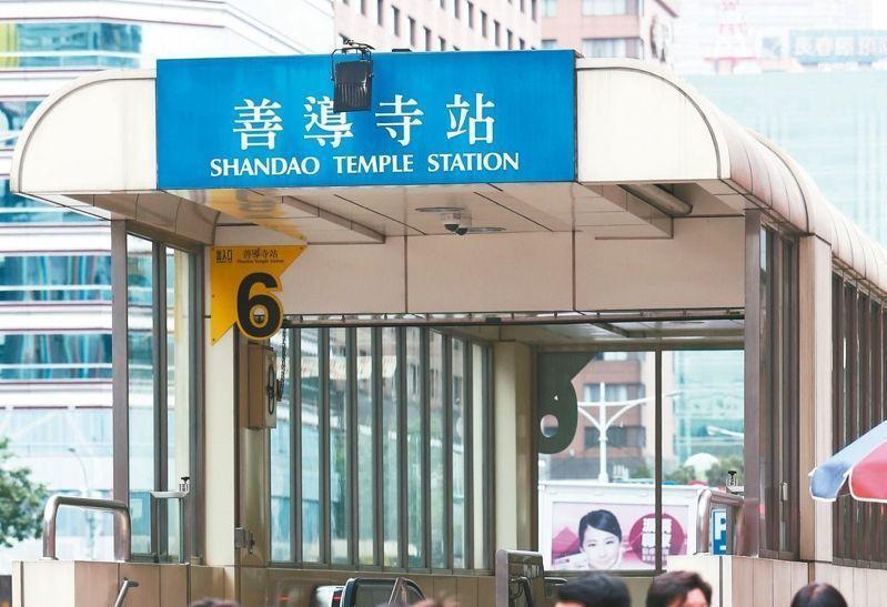 台北捷運板南線今早6點14分到47分因有列車於善導寺站故障無法正常行駛,影響全線...