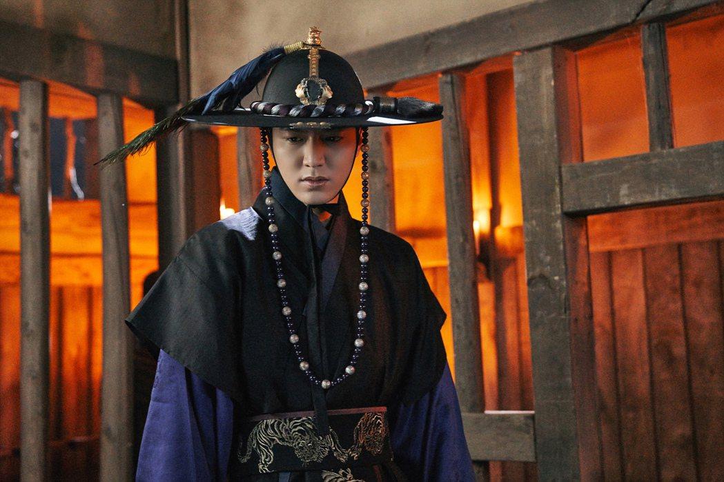 李敏鎬時尚造型帥氣,古裝扮相也有型。圖/台視提供