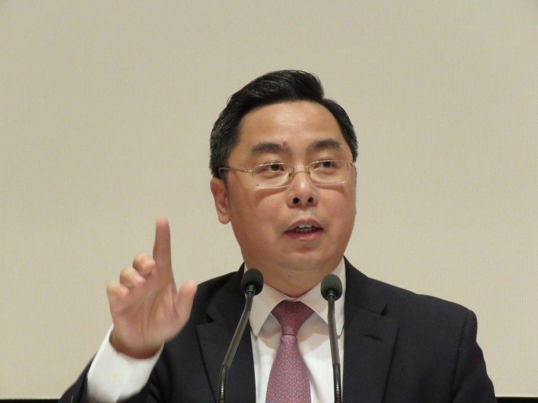中國大陸駐美公使李克新8日說,「美國軍艦抵達高雄之日,就是我解放軍武力統一台灣之...