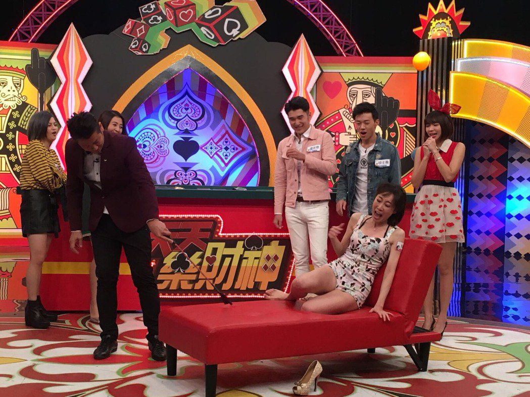 Nana上節目被徐乃麟修理打屁股。圖/虹昇提供
