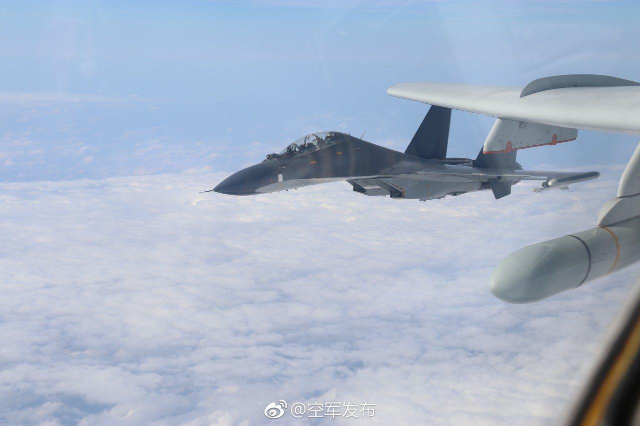 中共空軍官微發布