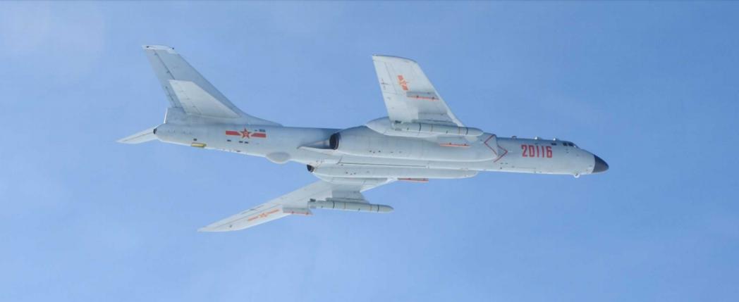 今天飛越宮古海峽的轟六K,是安徽安慶空10師的「老面孔」。圖/日本防衛省