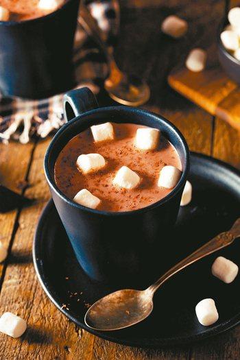 熱可可、熱奶茶、熱咖啡喝了很溫暖,很多人卻不知道這些熱飲含糖量驚人。