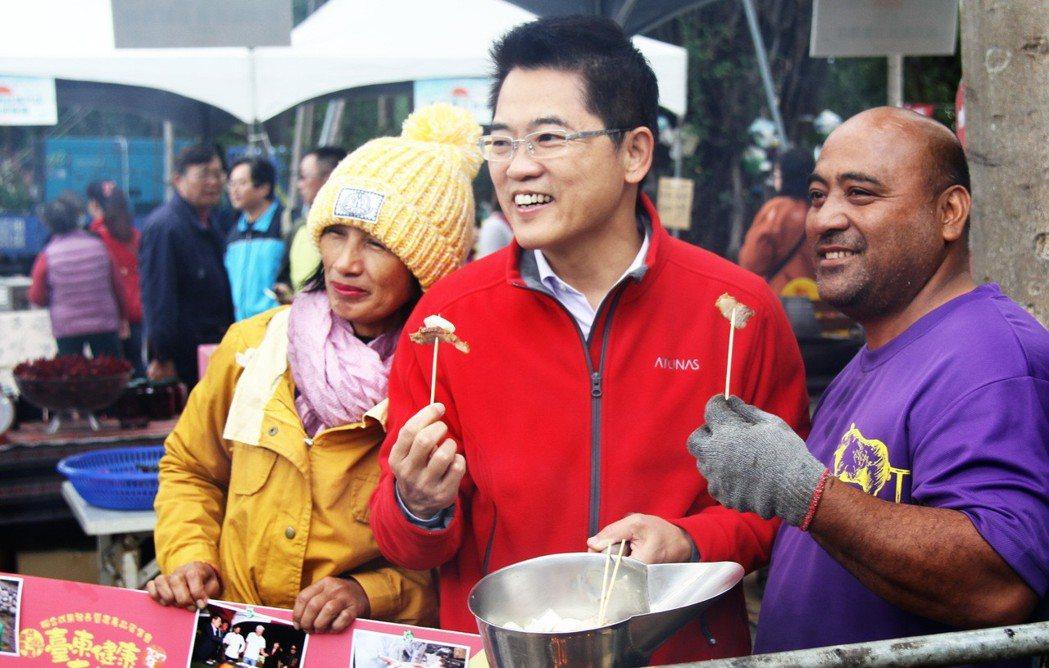 台東年度最大一場有機農業發表與展售活動昨天在鐵花藝術村登場,吸引60家有機農場參...