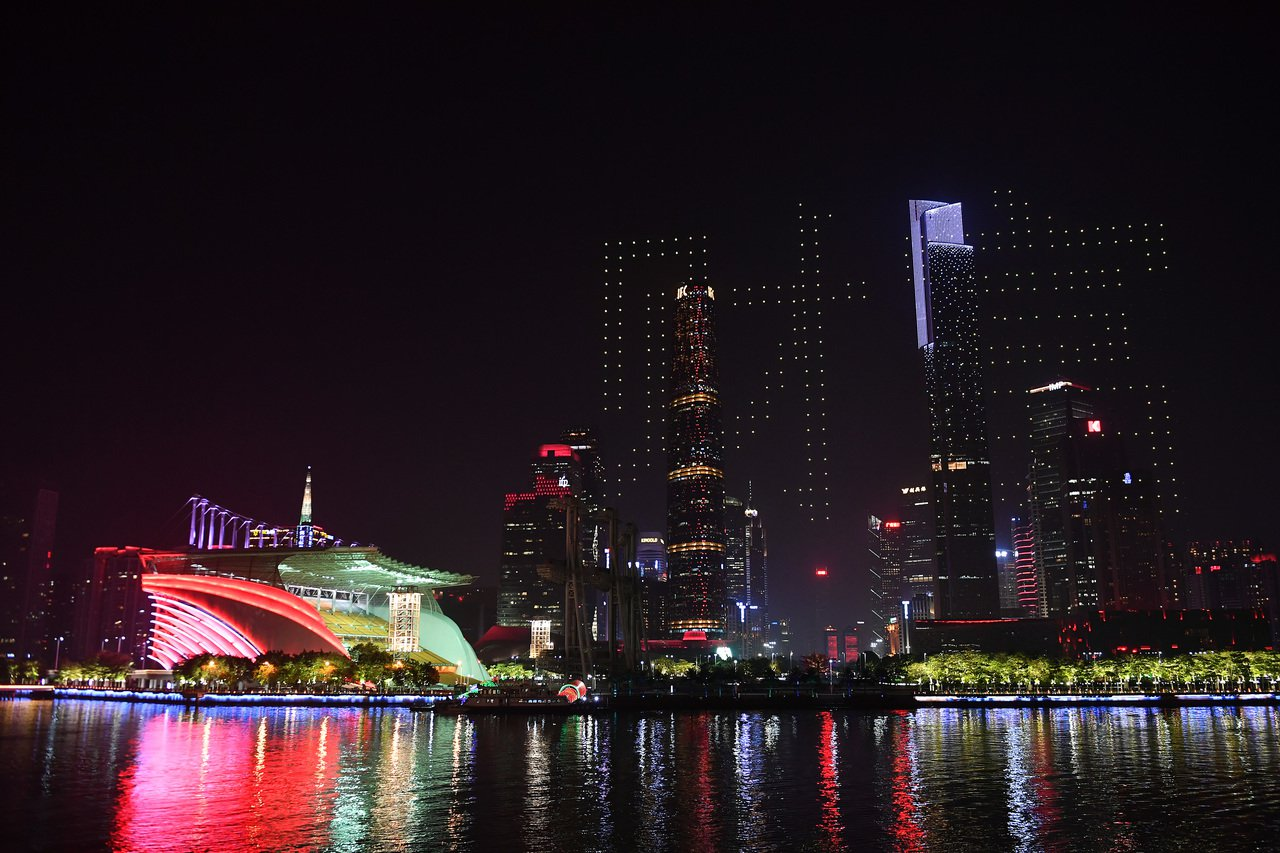 1180架無人機升空表演驚艷世界 一人一機 一鍵控制 新華社