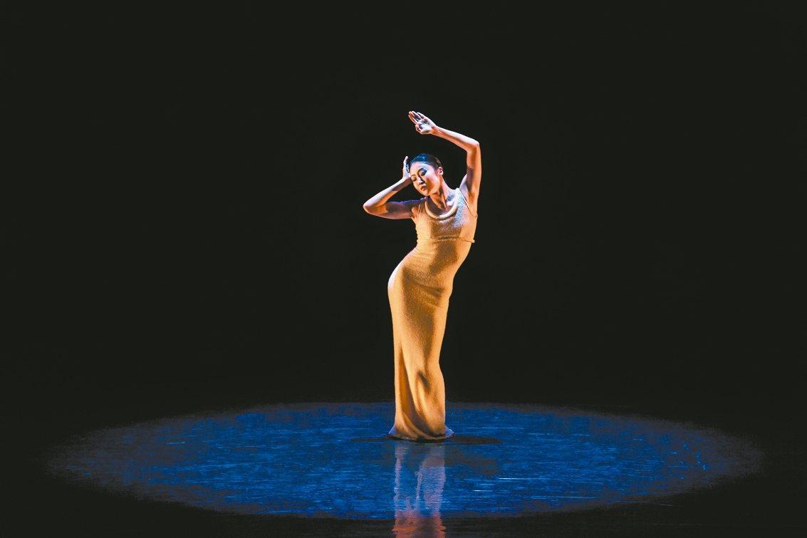 睽違12年的葛蘭姆舞團將再次來台,重現經典的舞碼。圖為首席舞者簡珮如。 聯合數位...