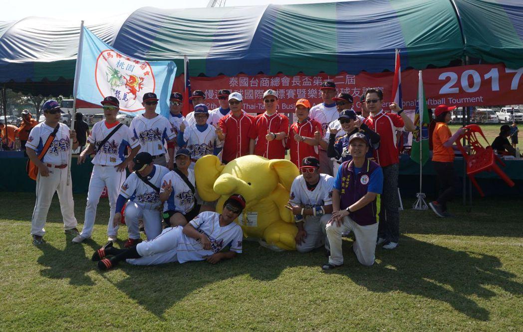 2017年泰國台商總會長盃慢速壘球國際錦標賽在曼谷舉行,計有5國16隻隊伍競技,...
