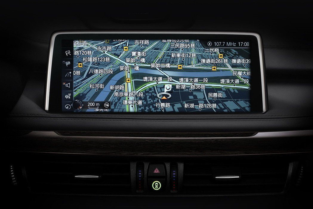 BMW X5 xDrive35i榮耀典藏版標準配備 - BMW智能衛星導航系統。...
