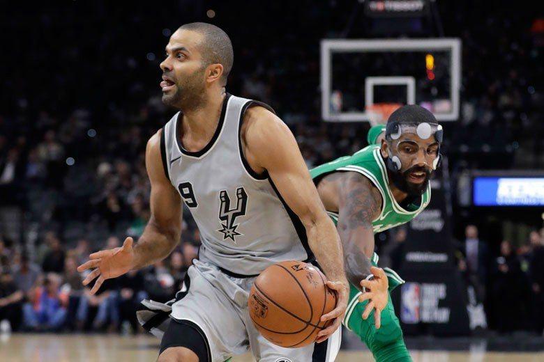 帕克(左)這麼資深的球星在第四節都不一定有球打,鮑爾不過是剛打NBA的菜鳥,要學...