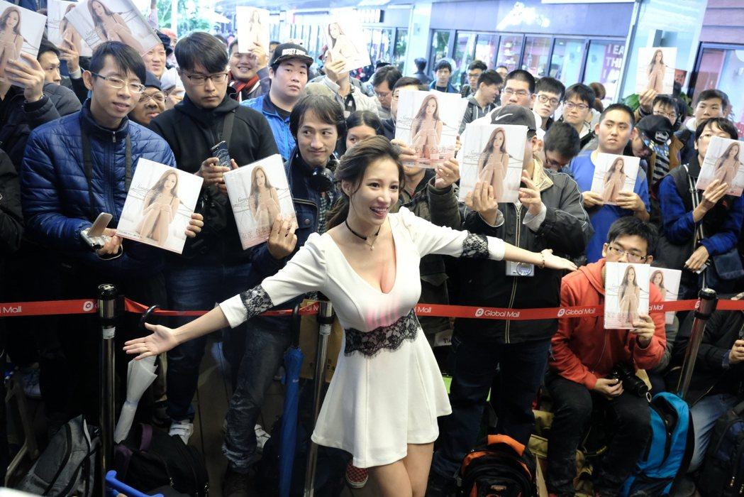 林采緹出席簽書會,現場粉絲擠爆。圖/尖端提供