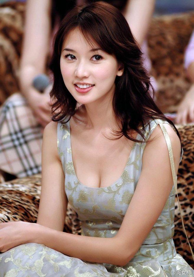 林志玲當年剛剛出道的青澀模樣。圖/摘自微博