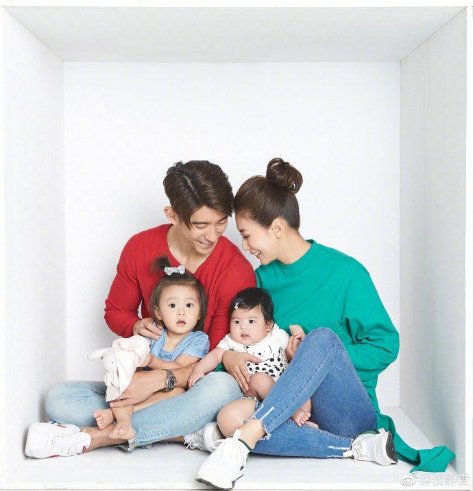 賈靜雯與修杰楷的兩個孩子在節目中超受歡迎。圖/摘自微博