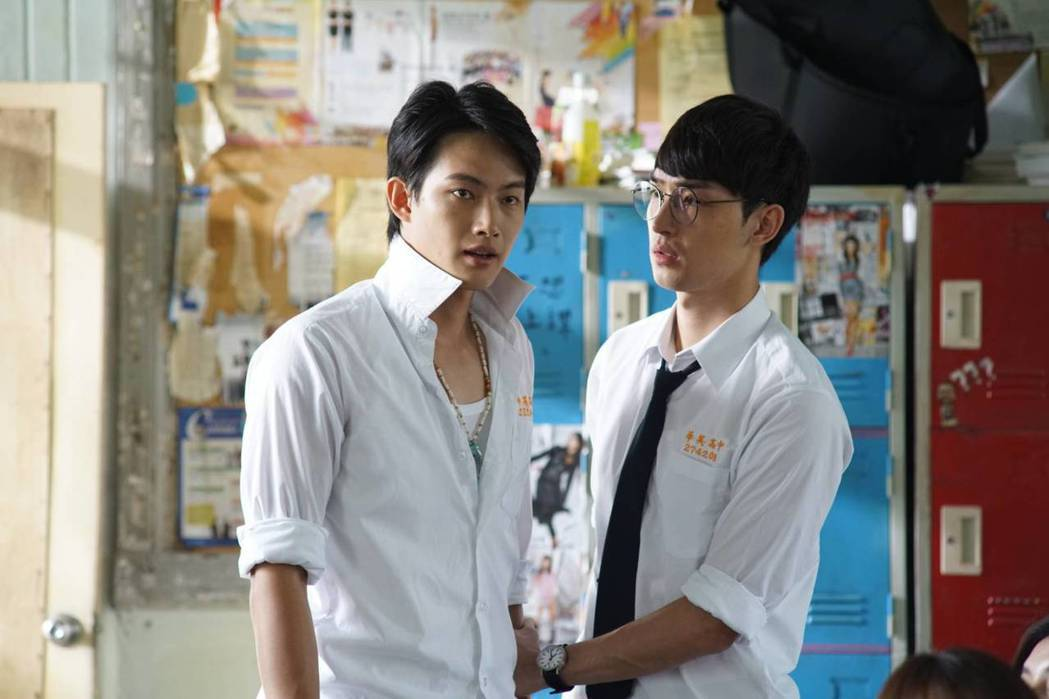 張庭瑚(左)、涂家碩在「翻牆的記憶」中組成男男CP。圖/TVBS提供