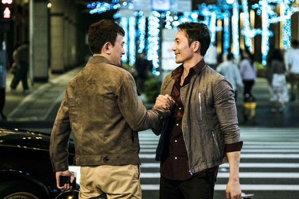 王識賢(左)、鄒兆龍(右)在「角頭2」中有精彩合作。圖/理大國際多媒體提供