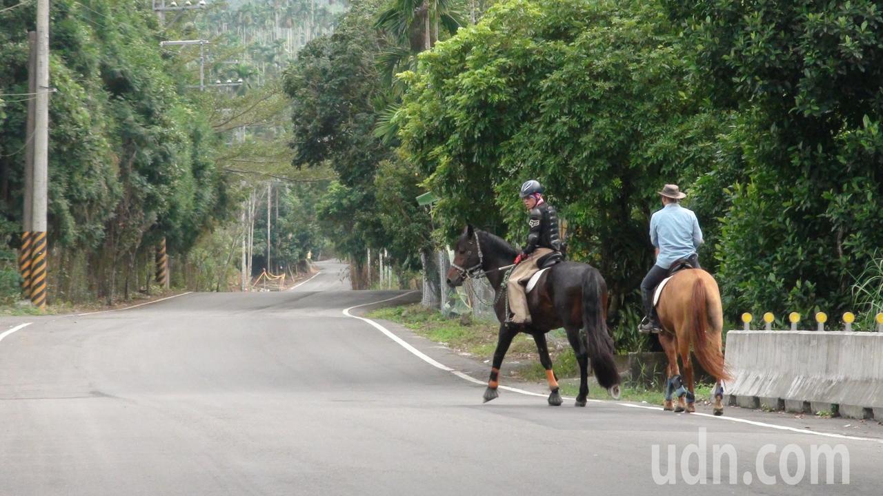 嘉義市騎到鄉間山丘要1個小時。記者謝恩得/攝影