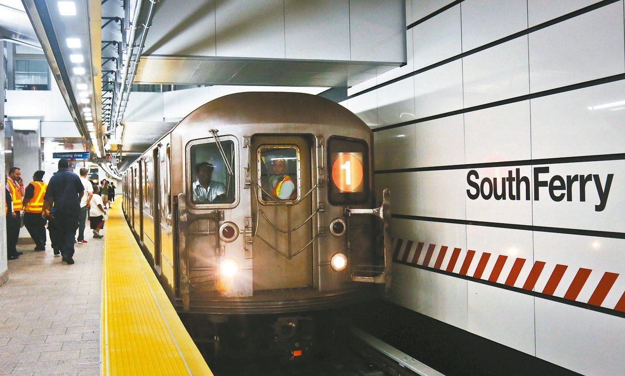 紐約地鐵廣播將採用中性稱呼,班次延誤資訊說明更清楚。 美聯社