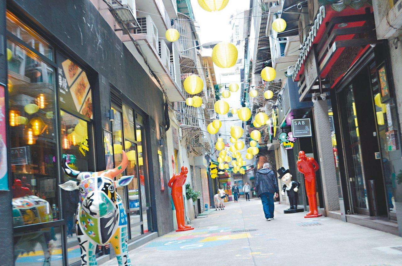 俊秀里藝術一條街,街上有相當多裝置藝術。 記者魏妤庭/攝影