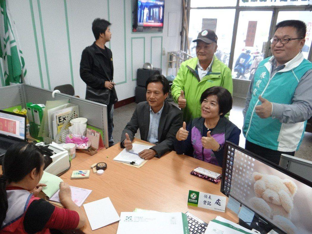 民進黨內初選登記今天下午五點截止,許多參選人趕在登記停止前完成登記。 記者蔡維斌...