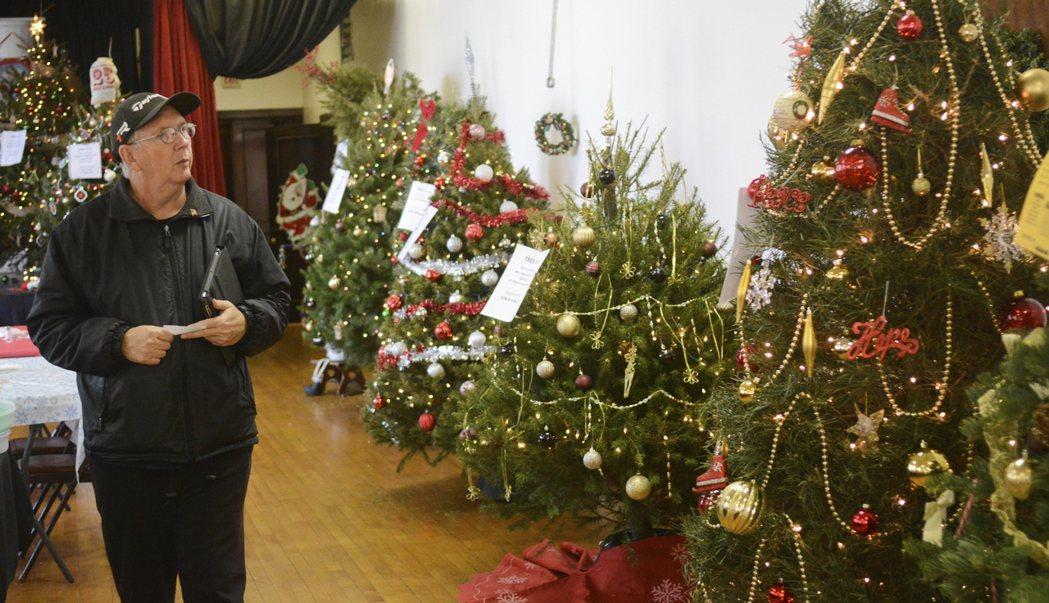 聖誕樹太貴,80%美國家庭買塑膠品。