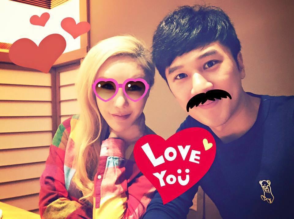 利菁(左)與老公許育仁(右)結婚多年感情甜蜜。 圖/擷自利菁臉書