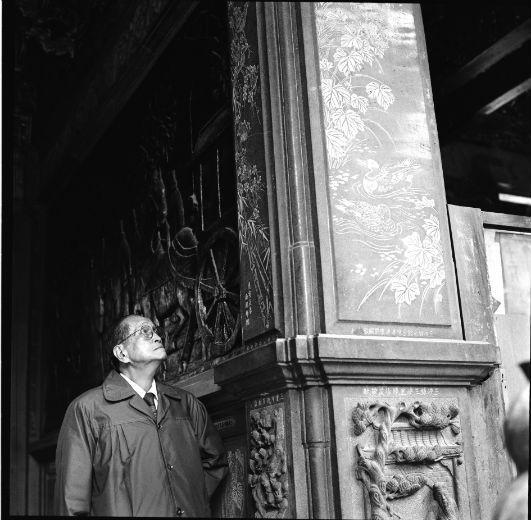 1979年,李梅樹於三峽祖師廟。 圖/王效祖提供