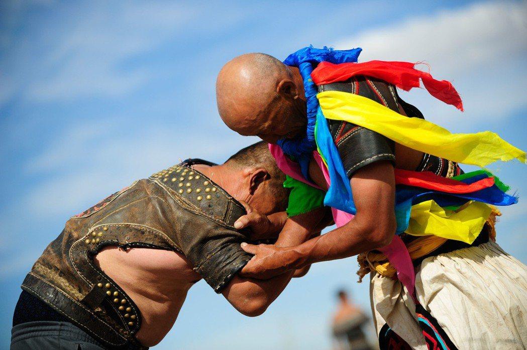 不論是俄羅斯的桑搏運動還是日本柔道,都少不了蒙古輸出的摔角元素。 圖/新華社