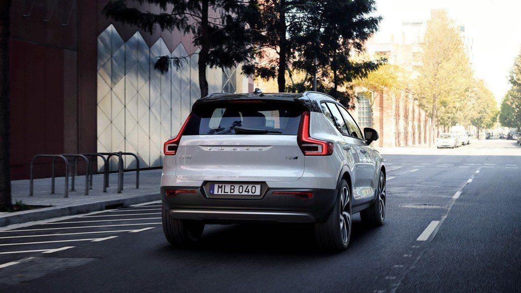 今年九月底在義大利米蘭發表第一台搭載於 CMA平台的全新車型VOLVO XC40,也是 VOLVO第一台全新小型豪華SUV力作。 圖/國際富豪汽車提供