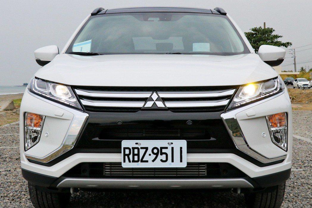 車頭採用了日本三菱最新的家族化設計語彙Dynamic Shield。 記者陳威任/攝影